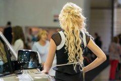 Какие автомобили мужчины дарят блондинкам