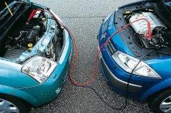 Как правильно «прикурить» автомобиль с севшей АКБ