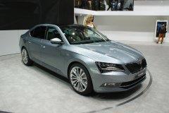 Автомобиль Skoda Superb в модификации 2015 года