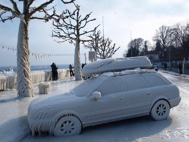 Как правильно очищать автомобиль от снега и льда?