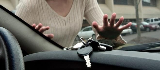 Як відкрити автомобіль, якщо ключі залишились всередині?