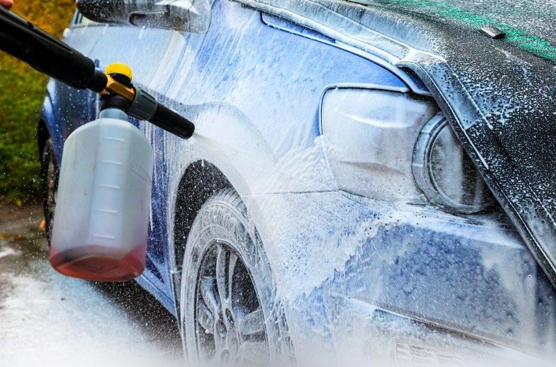 Контактно-лужний спосіб мийки авто