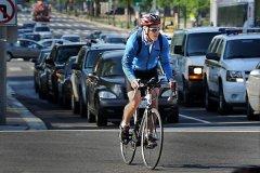 Почему возникают конфликты между водителями и велосипедистами?