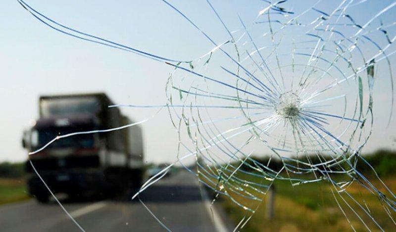Как избавиться от сколов и трещин на стеклах автомобиля?