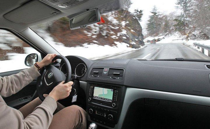 Як правильно їздити на машині взимку: 5 простих правил