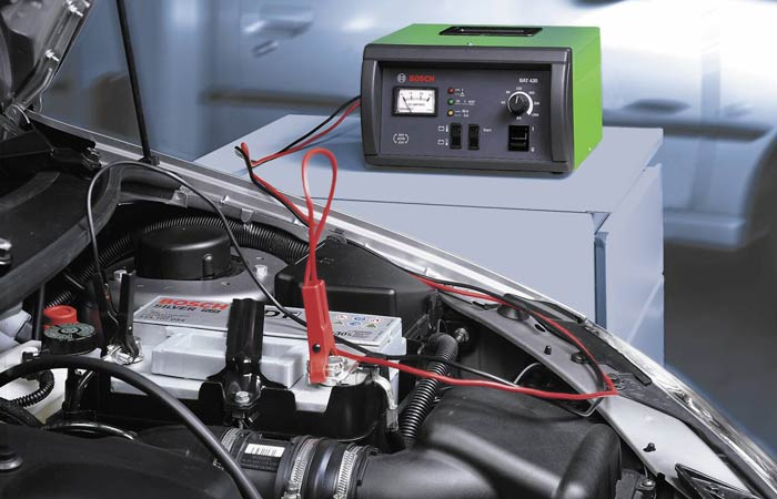 Потрібно заряджати акумулятор?