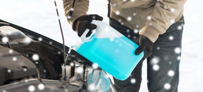 специальной незамерзающей жидкости в системе омывания лобового и заднего стекла