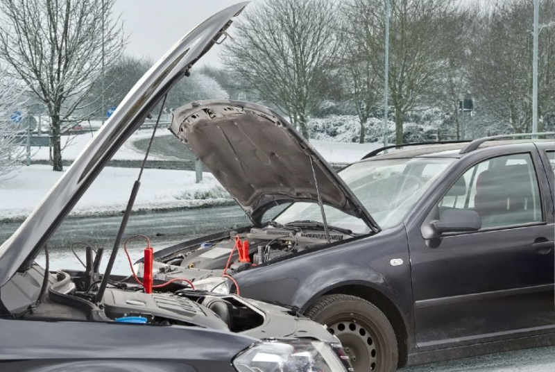 Як правильно «прикурювати» автомобілі?