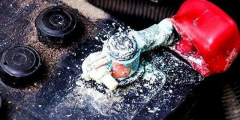 Откуда берется окисление на клеммах АКБ автомобиля, и как его избежать?