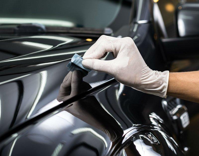 Як правильно доглядати за автомобілем чорного кольору?