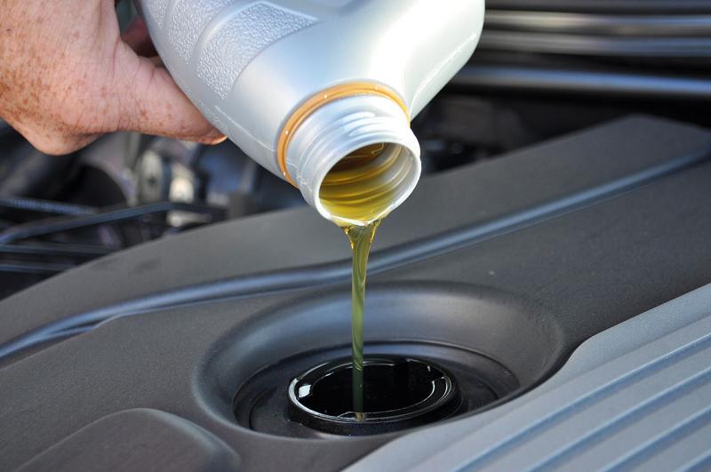 Прості способи без капремонту усунути «жор» масла двигуном