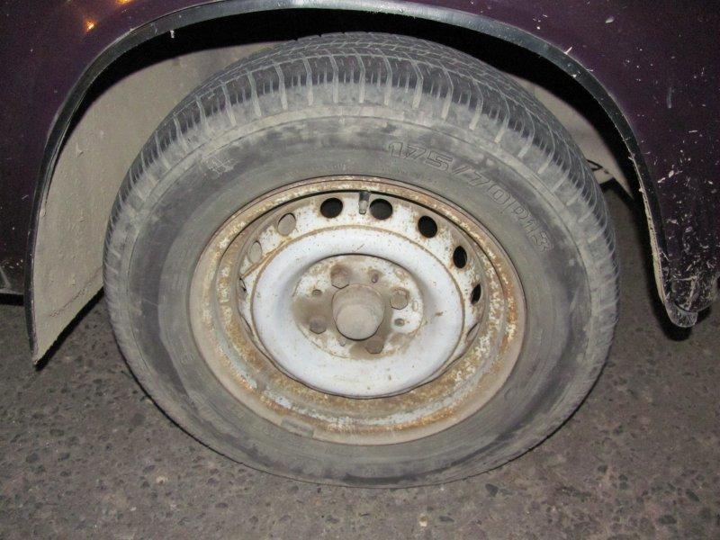 Безопасно ли использовать автомобильные шины с трещинами и повреждениями