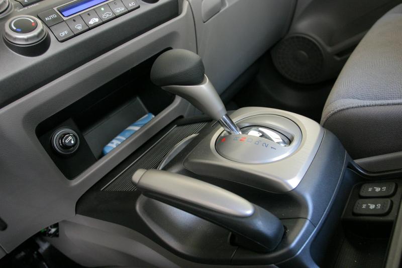 Відмова гальм: як правильно зупинити машину ручним гальмом?