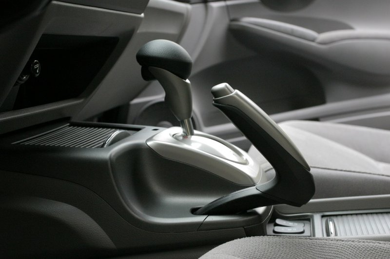 Як за допомогою ручника зупинити авто, якщо відмовили основні гальма?