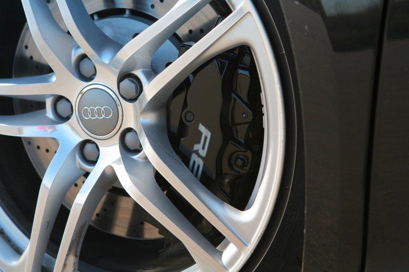 Як правильно доглядати за гальмами в автомобілі?