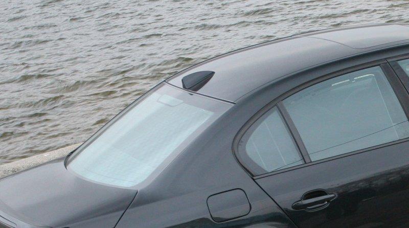 Для чого на даху машини встановлюють «плавник акули»