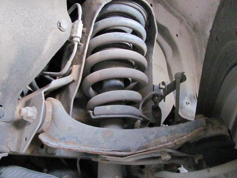 По каким причинам сайлентблоки рычагов подвески начинают скрипеть и требуется ли при этом ремонт?