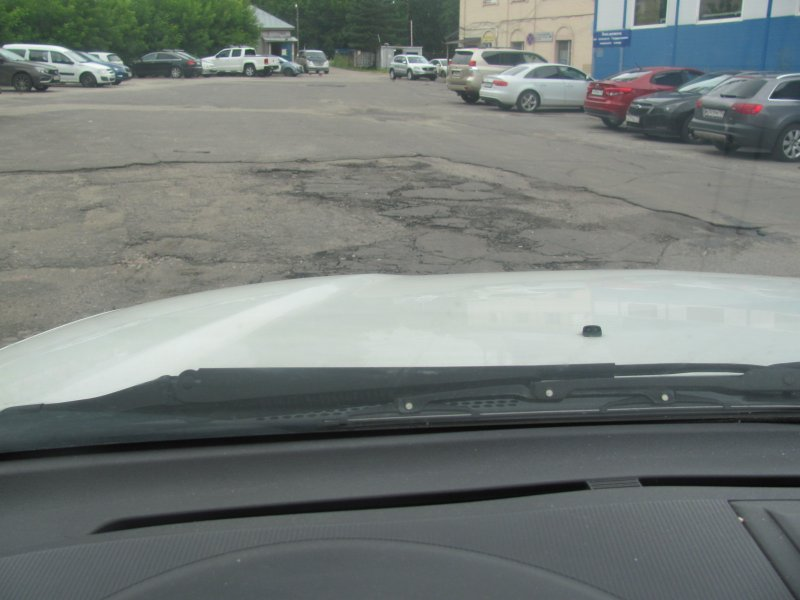 Почему перед лежачим полицейским и ухабами на дороге не стоит нажимать на тормоз?