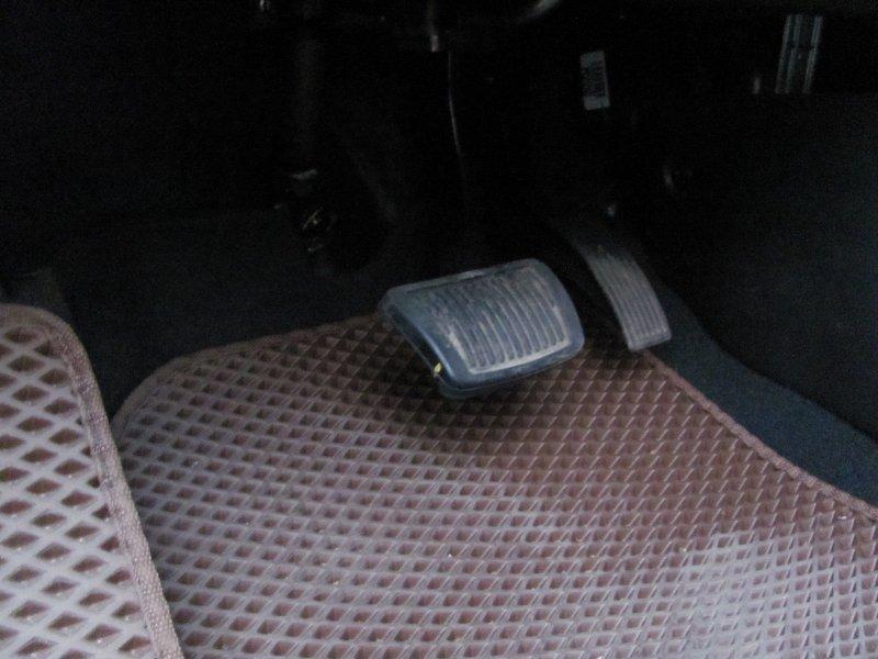 Почему при запуске инжекторного двигателя не нужно нажимать на педаль газа