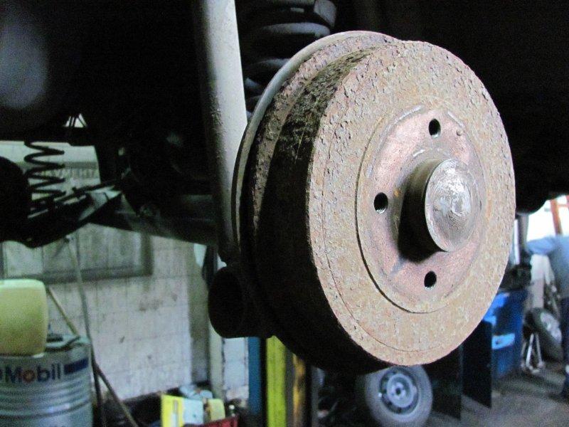 Какие выбрать задние тормоза: барабанные или дисковые