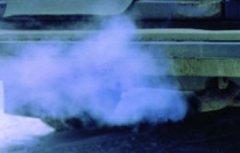 О чем свидетельствует синий дым из выхлопной трубы?