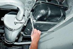 Как почистить бак автомобиля?