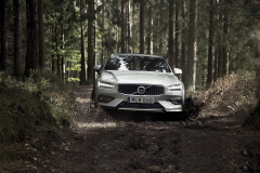Volvo V60 Cross Country 2019 – гибрид кроссовера и универсала