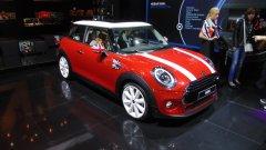 Mini представила обновленную версию Mini Cooper III в 5-дверном кузове