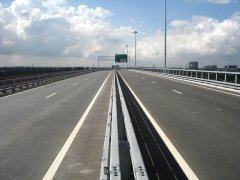 Участок трассы «Москва-Петербург» оборудуют для передвижения беспилотных грузовиков