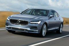 Удлиненная версия Volvo S60 подверглась рестайлингу