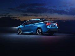 Компания Toyota представила модель Prius AWD-i в версии 2019 года