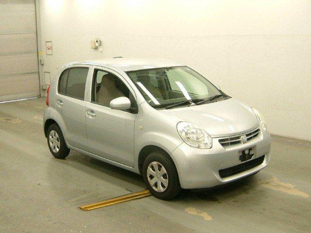 Toyota Passo Sette 2011